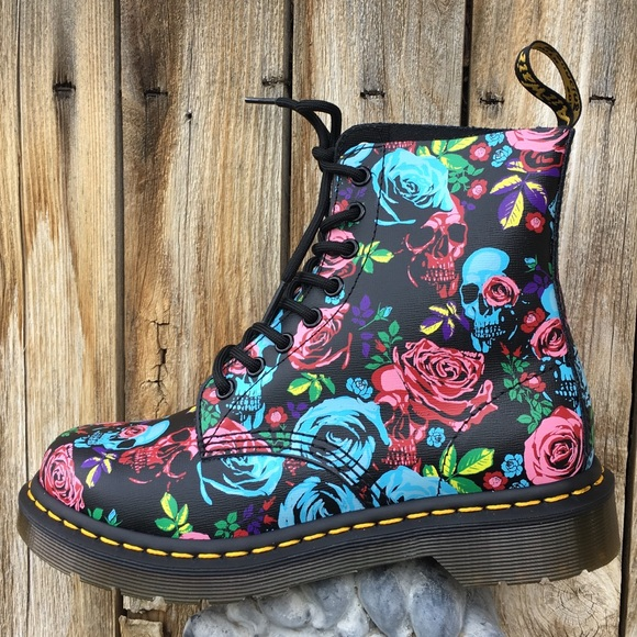 NWT Dr. Martens 1460 Pascal Skull Printed Boot 7 NWT
